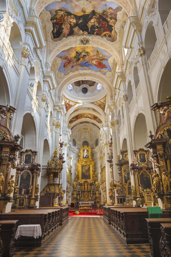 PRAGA, republika czech, 2018: Barokowy kościelny kostel Svatého Tomà ¡ Å ¡ e z frescoes Và ¡ clav VavÅ™inc Reiner zdjęcia stock