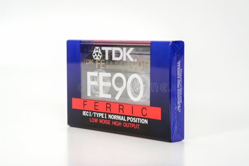 PRAGA, republika czech - LISTOPAD 29, 2018: Audio ścisły kasety TDK FE 90 Żelazowy Audio kaseta na białym tle, dobro obrazy royalty free