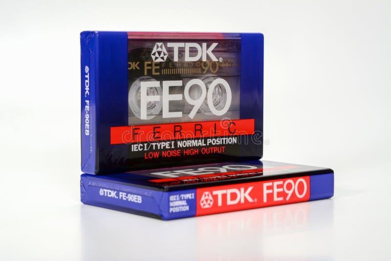 PRAGA, republika czech - LISTOPAD 29, 2018: Audio ścisły kasety TDK FE 90 Żelazowy Audio kaseta na białym tle, przód, zdjęcie stock