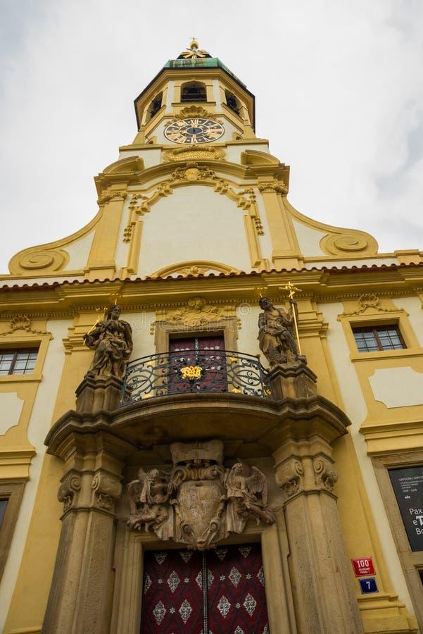 Praga, republika czech: Praga Loreta - kompleks dziejowi budynki w Hradcany obrazy royalty free