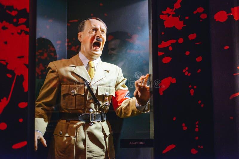 PRAGA, republika czech - MAJ 2017: Adolf Hitler statua w Madame Tussaud muzeum w Praga Madame Tussaud muzeum jest muzeum obrazy royalty free