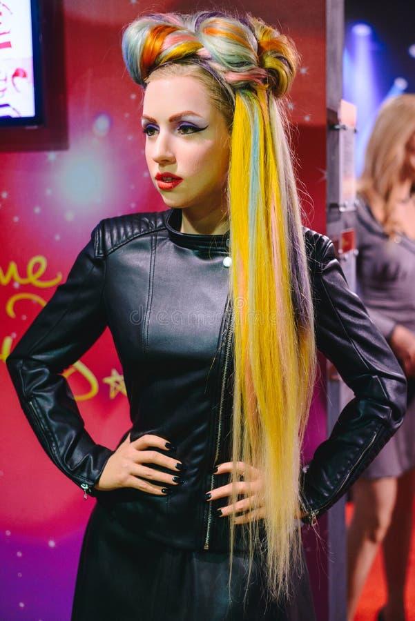PRAGA, republika czech - MAJ 2017: Wosk postać Amerykański piosenkarz, kompozytor i aktorki dama Gaga w Madame Tussaud Dumający, zdjęcia stock