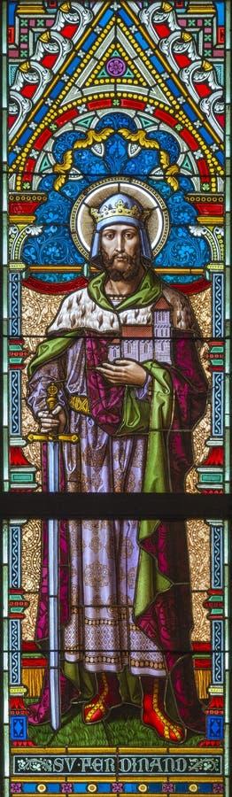 PRAGA, republika czech - PAŹDZIERNIK 17, 2018: St Ferdinand królewiątko na witrażu w kościelnym Svatého Cyrila Metodeje zdjęcie royalty free