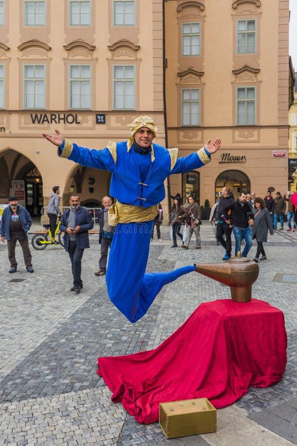 Praga republika czech - 19 2017 Październik: Uliczny wykonawcy dressi fotografia royalty free