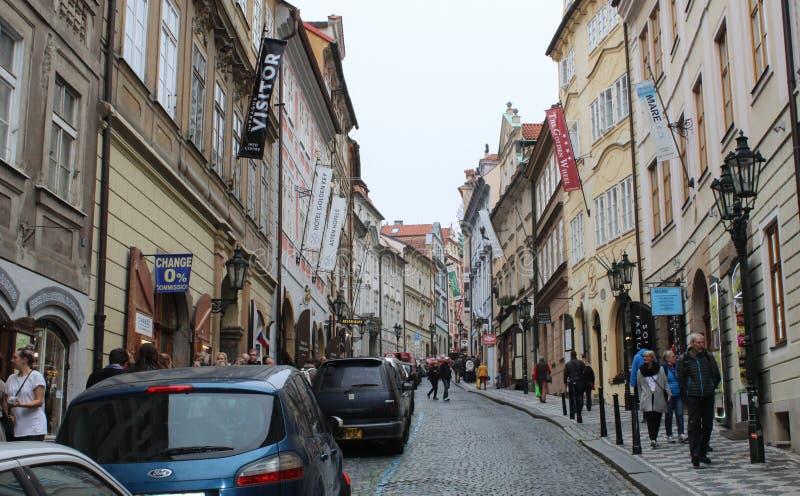 Praga; Republika Czech; Październik 18, 2017; Widok w górę Nerudova obrazy royalty free