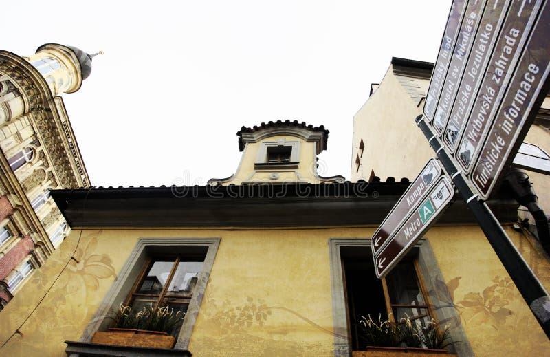 Praga, republika czech - Styczeń 27, 2014: Atrakcja turystyczna pointery kąt od dna fotografia stock