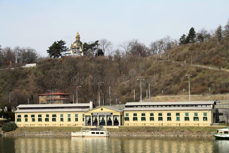 Praga, republika czech Tajlandzka restauracja na brzeg rzekim Vltava rzeka obraz stock