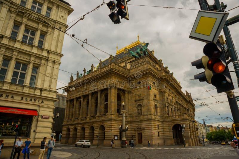 Praga, republika czech: Teatr Narodowy należy znacząco Czeskie kulturalne instytucje z bogactwem artystycznym fotografia royalty free