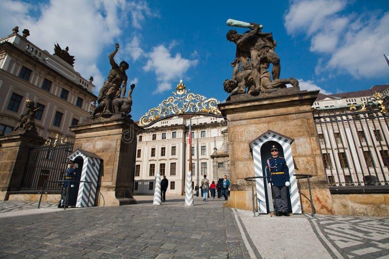 Praga, republika czech, 5th Maj, 2011: Strażnik honor obraz stock