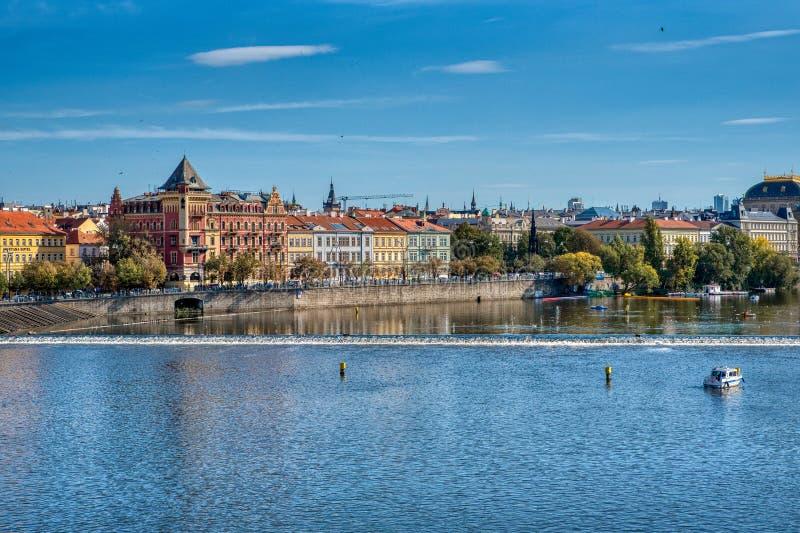 Praga, vista de los puentes de Praga y del río de Moldava fotografía de archivo libre de regalías