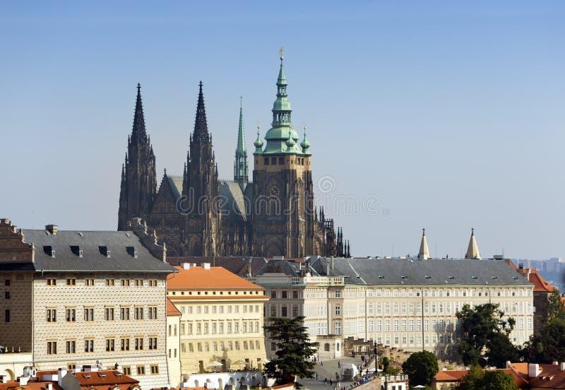 praga Vista di vecchie città e cattedrale di Vitus del san immagini stock