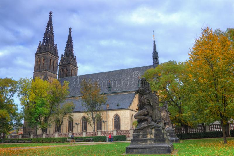 Praga, Vysehrad, catedral San Pedro y Paul - imagen del otoño imágenes de archivo libres de regalías