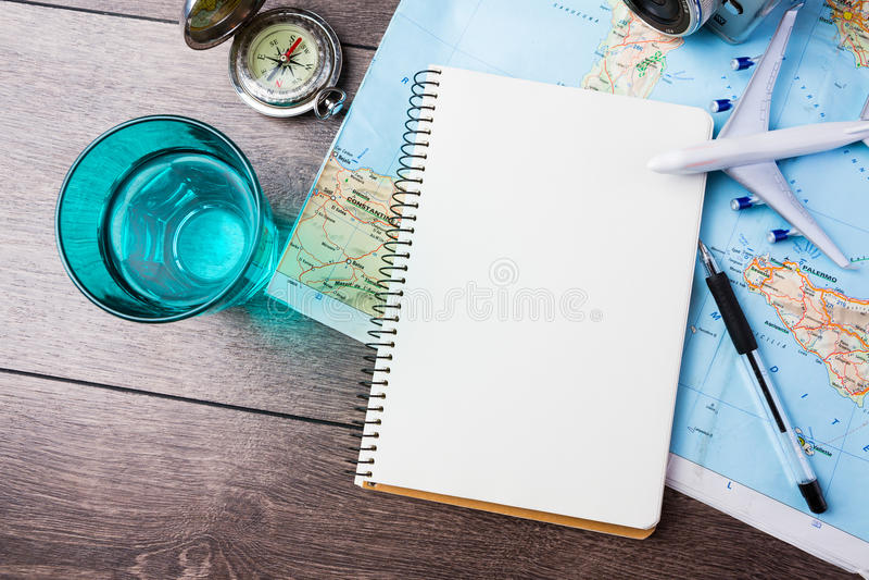 Pragnienie podróżować, potykać się wakacje, turystyki mockup zdjęcie royalty free
