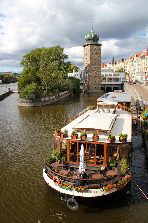 Free Prague And Vltava River Stock Images - 18032374