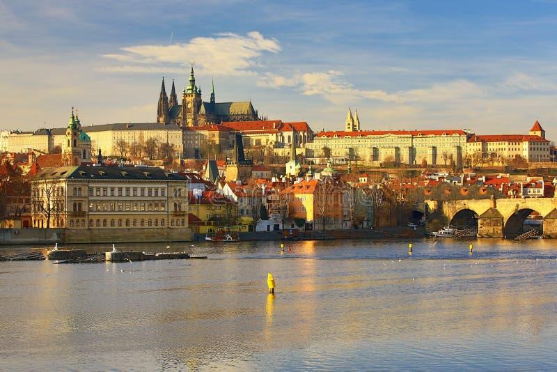 Prague Castel, Moldau, Lesser Town, Prague, Tjeckien fotografering för bildbyråer