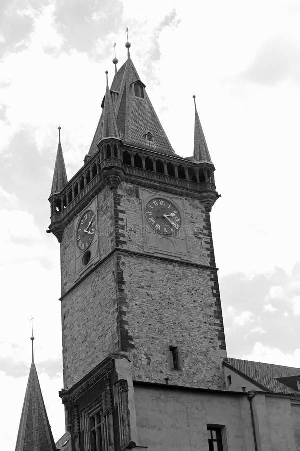 Prague dans la tour antique de République Tchèque avec l'horloge et le noir photo libre de droits