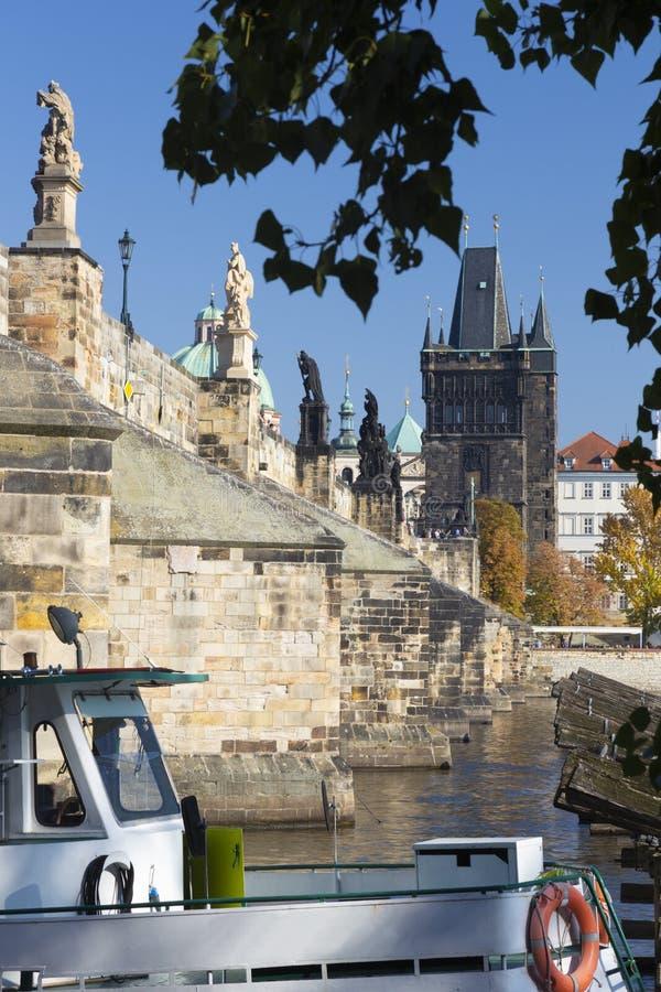 Prague - den Charles bruden från västra arkivbild