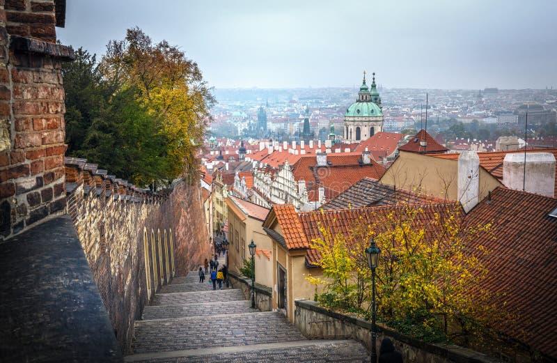 Prague gammal stadpanorama, Tjeckien arkivfoto