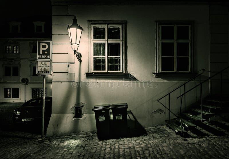 prague gata natt svart white royaltyfria foton