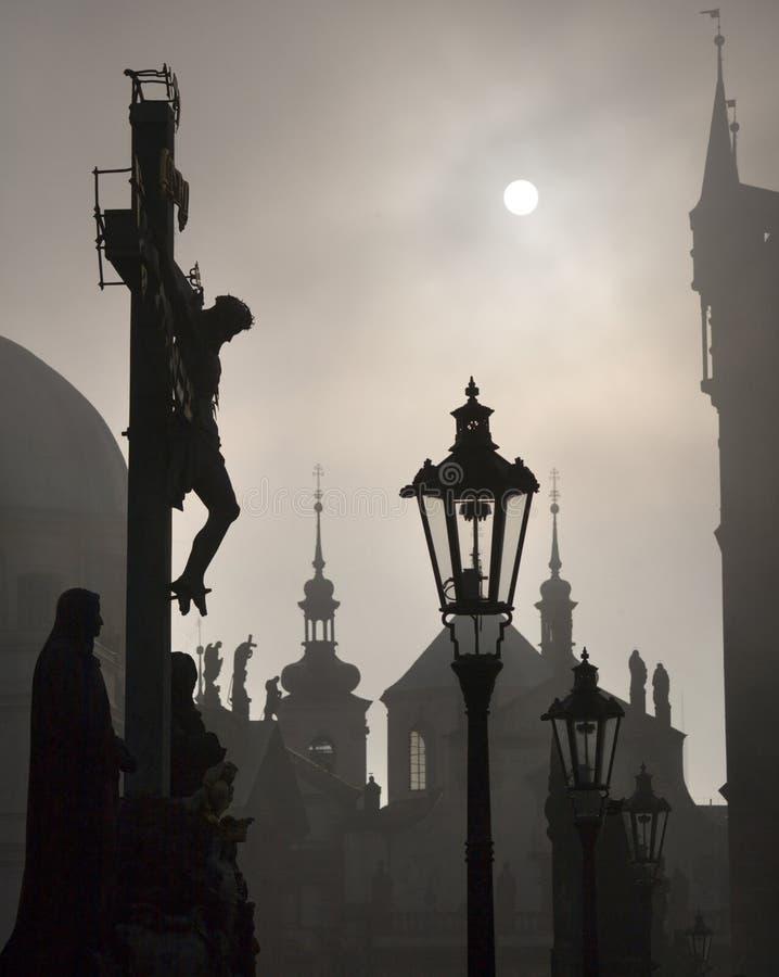 Prague - kors från den Charles bron arkivfoto