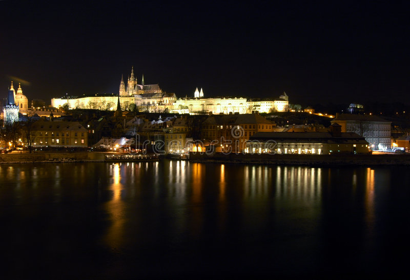 Prague la nuit image stock