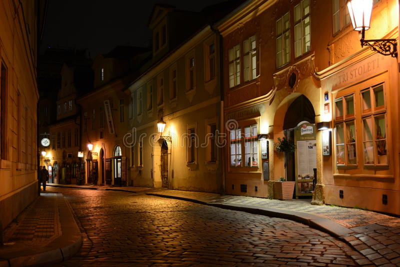 Prague nattgata royaltyfria foton