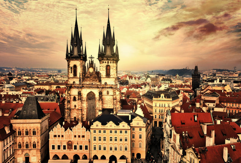 Prague på solnedgång royaltyfria foton