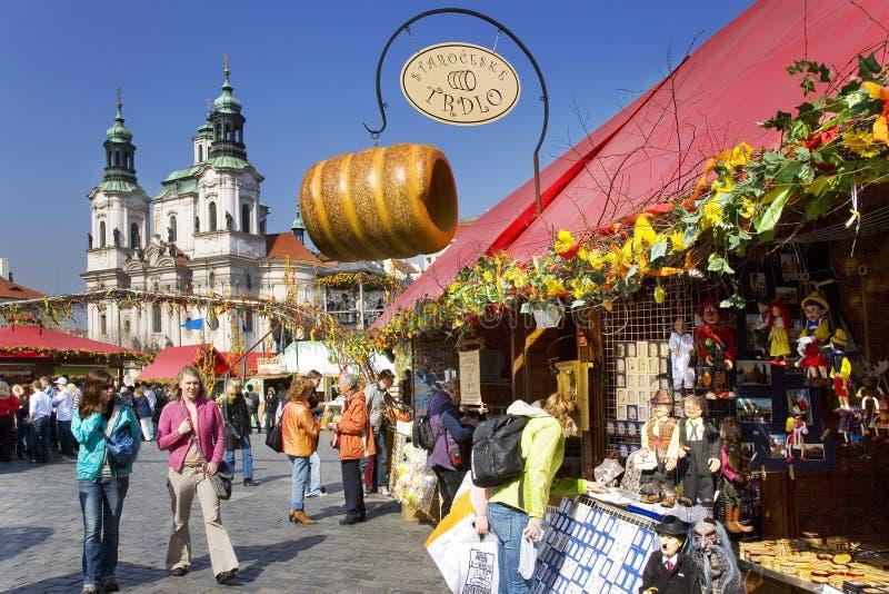 Prague påskmarknad, gammal stadfyrkant, Prague, Tjeckien arkivbild