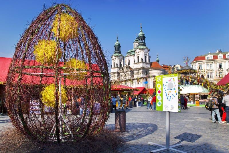 Prague påskmarknad, gammal stadfyrkant, Prague, Tjeckien royaltyfria foton