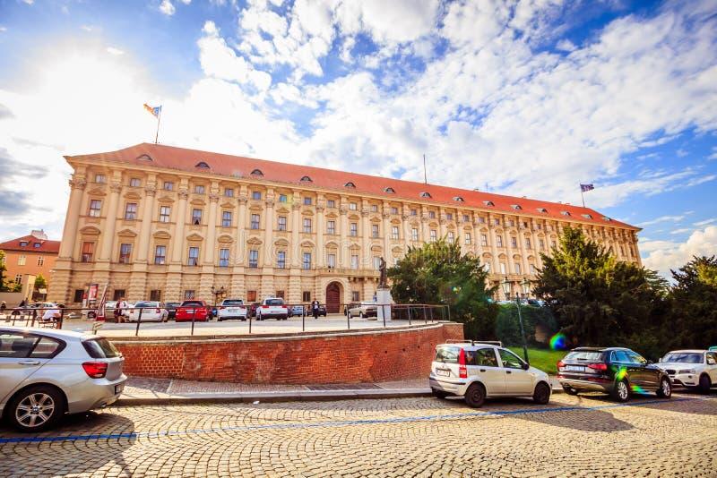 Prague Palais Czernin i sommar, Tjeckien royaltyfria bilder