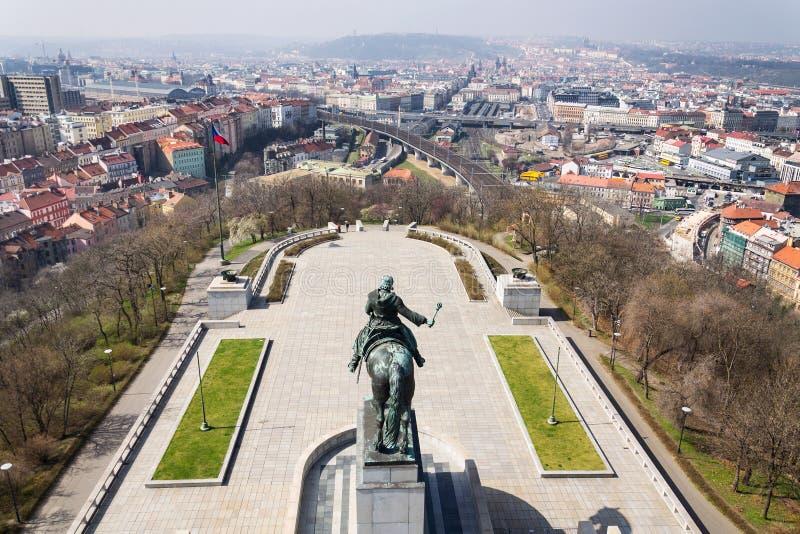 Prague panoramahorisont med Jan Zizka den rid- statyn, Tjeckien arkivfoton