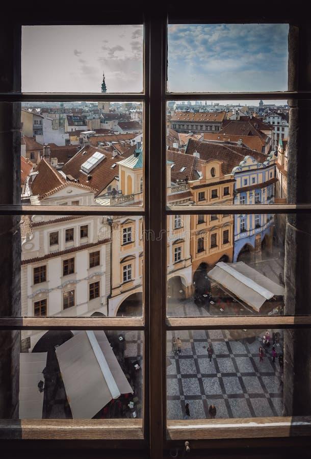 Prague par une fenêtre photo libre de droits