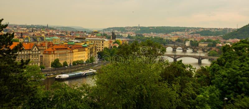 Prague, République Tchèque : Beau panorama, paysage en haut dessus de la vieille ville images stock