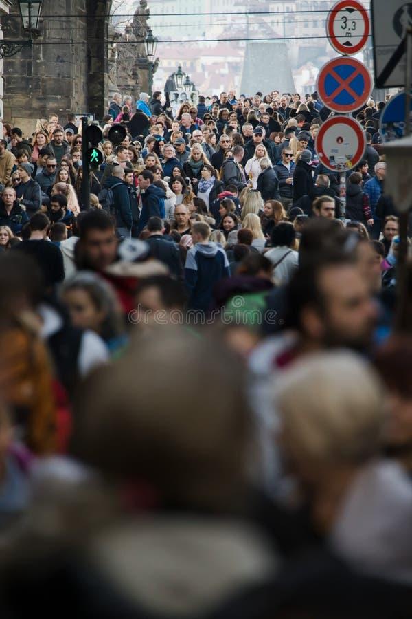 Prague, République Tchèque - 10 mars 2018 : foule des personnes sur les rues photographie stock