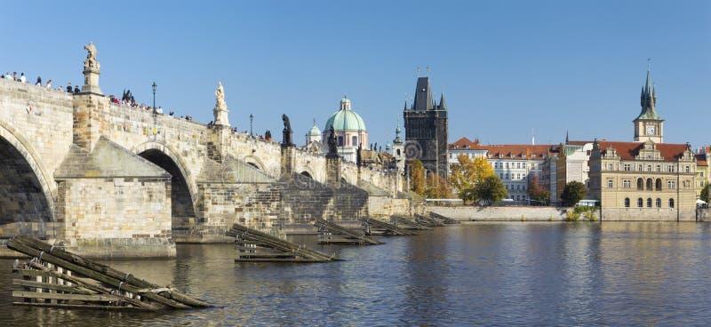 PRAGUE, RÉPUBLIQUE TCHÈQUE - 13 OCTOBRE 2018 : Le panorama de la jeune mariée de Charles de l'ouest photo stock