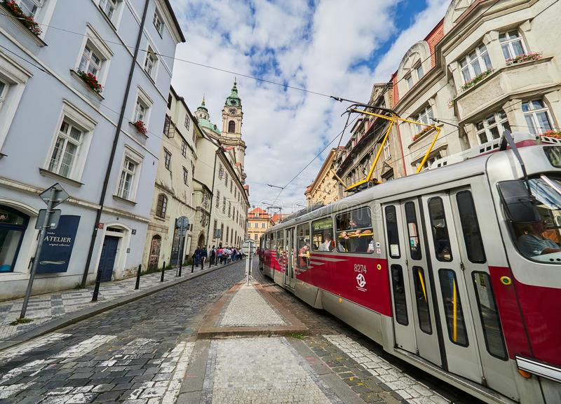 PRAGUE, RÉPUBLIQUE TCHÈQUE - 6 SEPTEMBRE 2017 Bâtiments et rues de Prague, République Tchèque photographie stock libre de droits