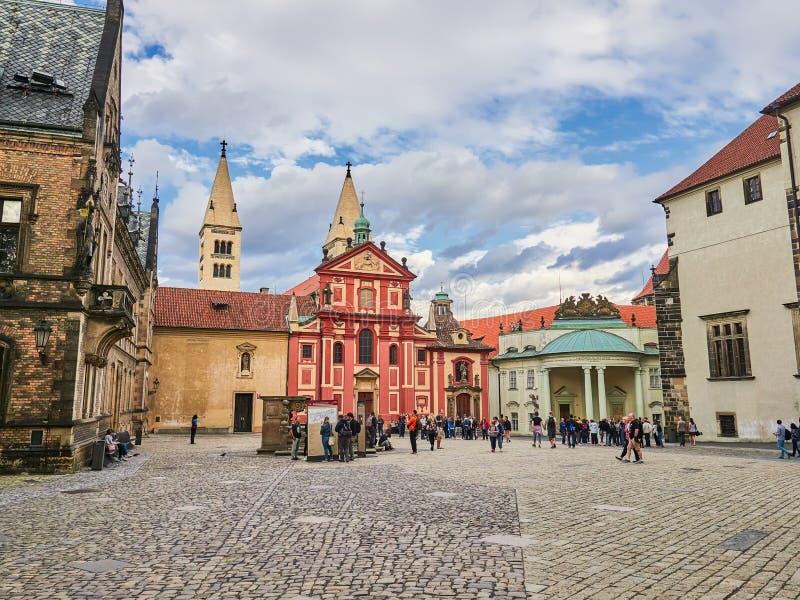 PRAGUE, RÉPUBLIQUE TCHÈQUE - 6 SEPTEMBRE 2017 Bâtiments et rues de Prague, République Tchèque image stock