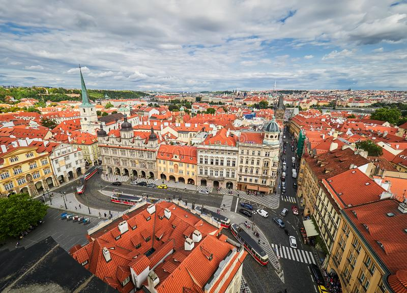 PRAGUE, RÉPUBLIQUE TCHÈQUE - 6 SEPTEMBRE 2017 Bâtiments et rues de Prague, République Tchèque photo stock