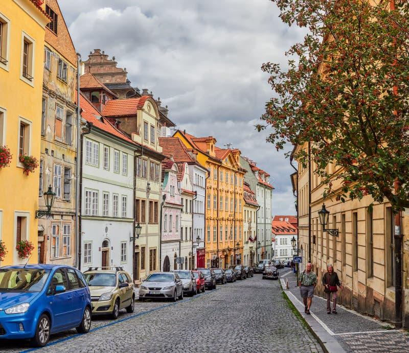 PRAGUE, RÉPUBLIQUE TCHÈQUE - 6 SEPTEMBRE 2017 Bâtiments et rues de Prague, République Tchèque photographie stock