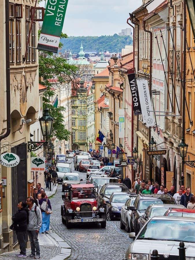 PRAGUE, RÉPUBLIQUE TCHÈQUE - 6 SEPTEMBRE 2017 Bâtiments et rues de Prague, République Tchèque photo libre de droits