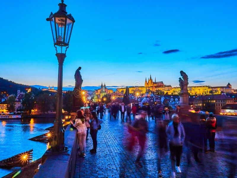 PRAGUE, RÉPUBLIQUE TCHÈQUE - 4 SEPTEMBRE 2017 Passerelle de Charles, Prague, République Tchèque images stock