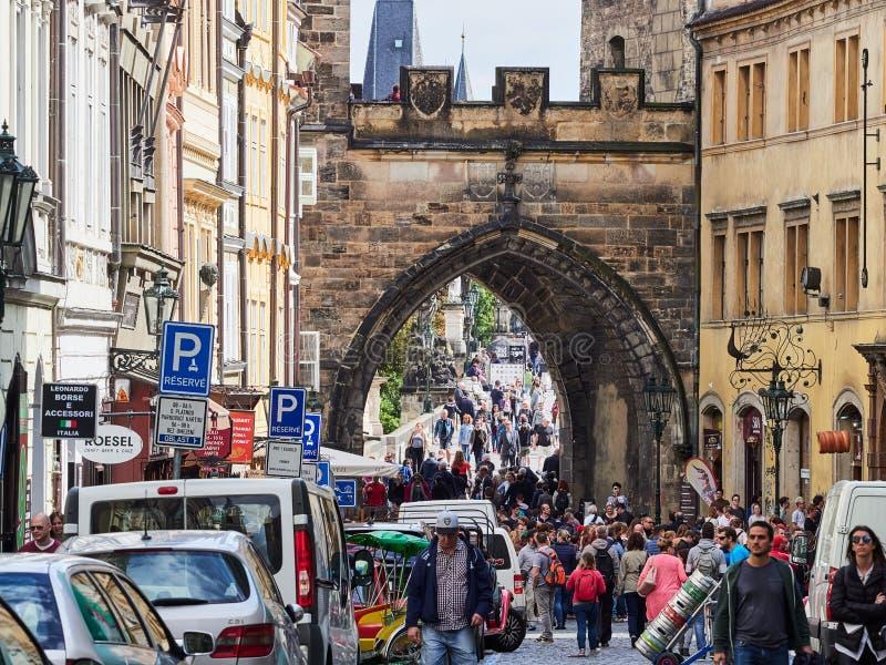 PRAGUE, RÉPUBLIQUE TCHÈQUE - 4 SEPTEMBRE 2017 Passerelle de Charles, Prague, République Tchèque photo libre de droits
