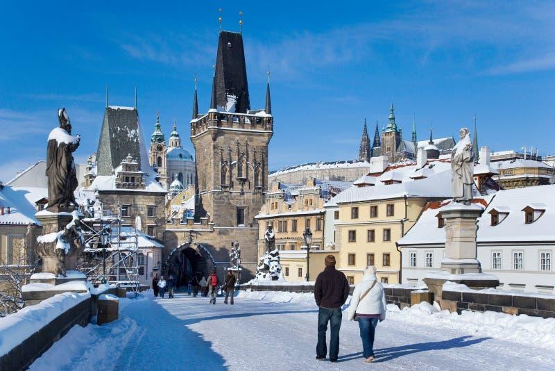 Prague slott och Charles bro, Prague (UNESCO), Tjeckien arkivbilder