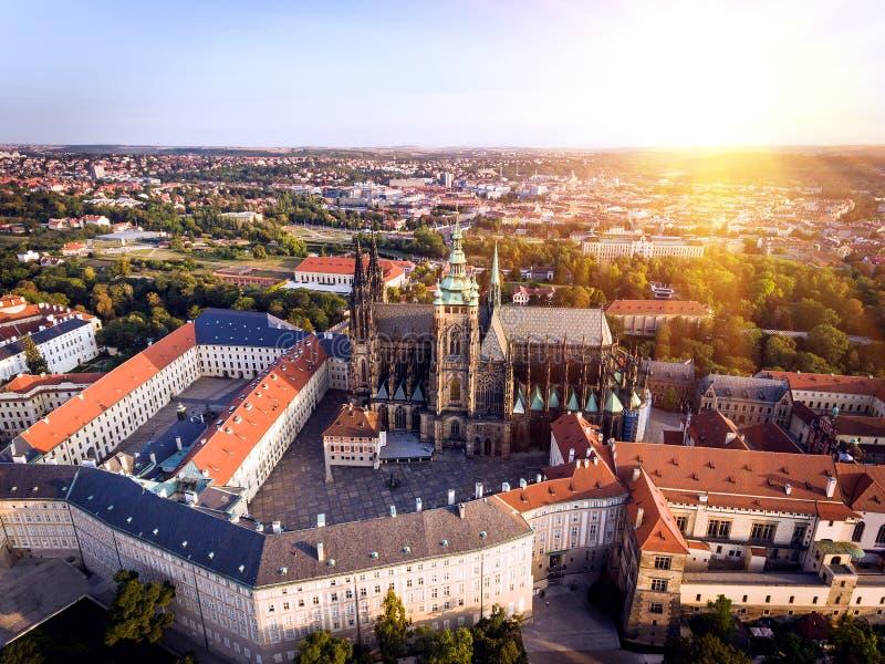 Prague slott, presidentuppehåll, stadssikten från över royaltyfri bild