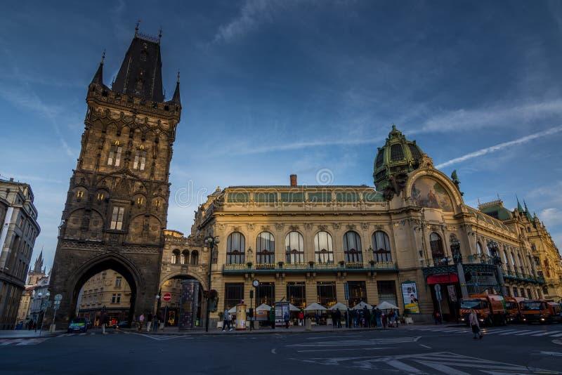 Prague stad tidigt på morgonen royaltyfria bilder