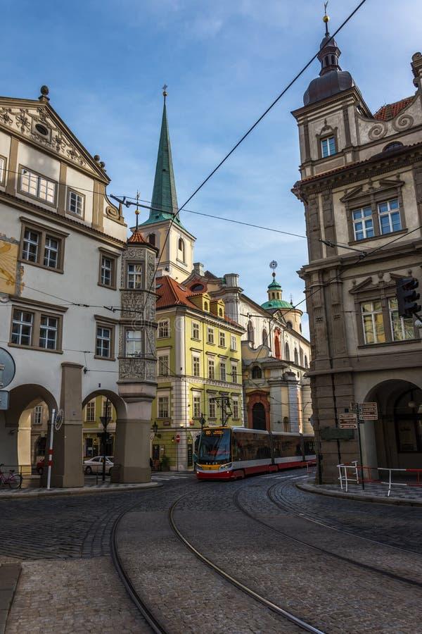 Prague stad tidigt på morgonen fotografering för bildbyråer
