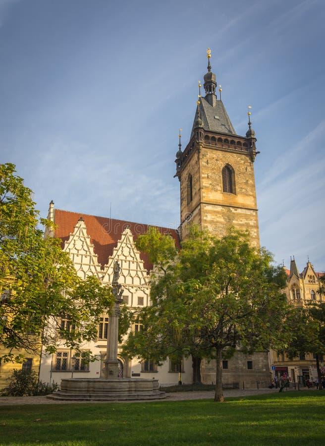 Prague stad tidigt på morgonen arkivfoto
