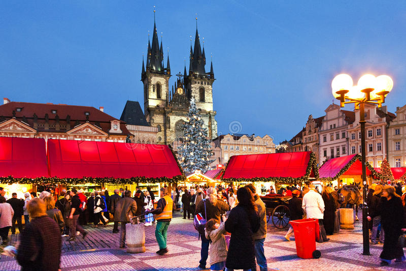 PRAGUE TJECK REPUBLIC-JAN 05, 2013: Prague julmarknad fotografering för bildbyråer