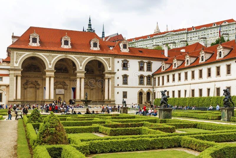 PRAGUE TJECK REPUBLIC-MAY 20, 2016: Senatbyggnad i Prague royaltyfri fotografi