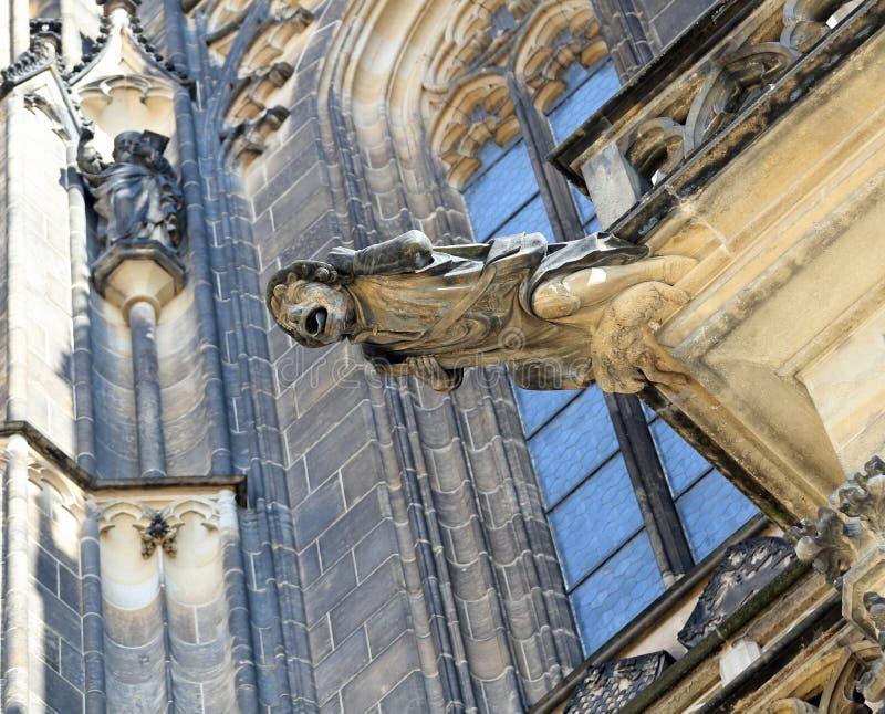 Prague Tjeckien - Augusti 24, 2016: Vattenkastare i Cathen arkivfoto